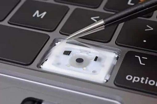Đừng để Macbook Pro 2018 bị hư bàn phím !!! Bạn sẽ không đời nào được thay bàn phím đâu