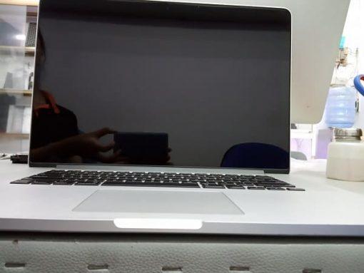 khac-phuc-macbook-retina-13-inch-2013-bong-lop-chong-loa