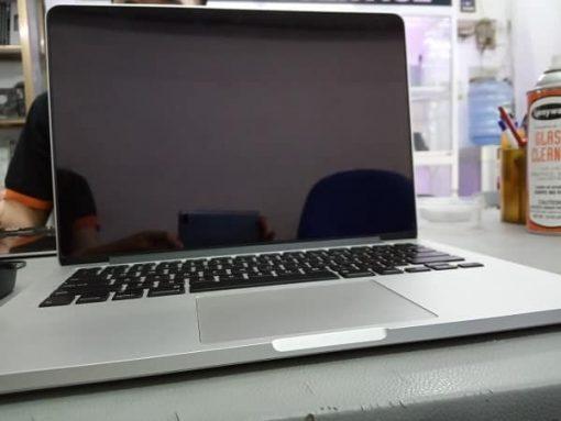 thay-man-hinh-macbook-pro-retina-13-inch-2015